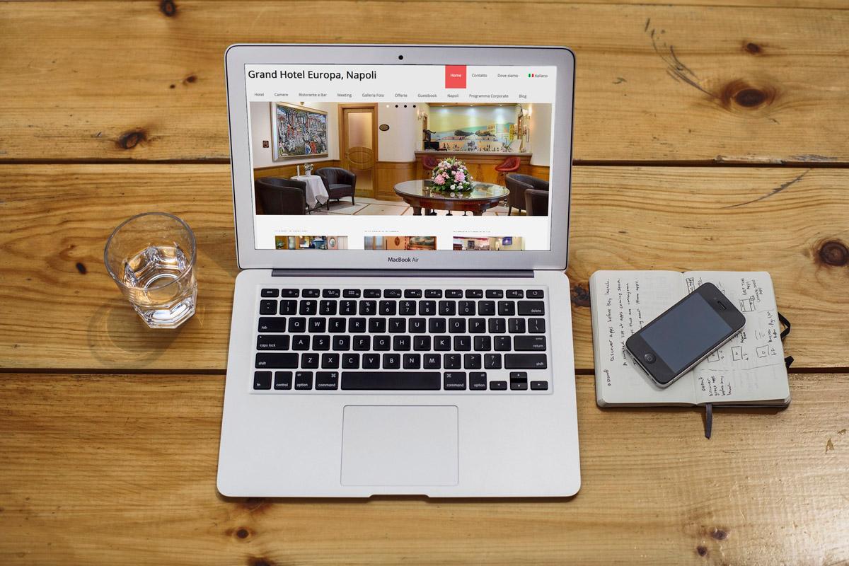 Creazione sito web Grand Hotel Europa Napoli, Italia: Mac Air